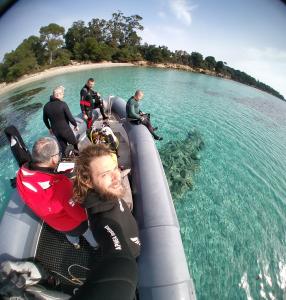 l'équipe lors du tournage sur les statues immergees aux iles de lerins